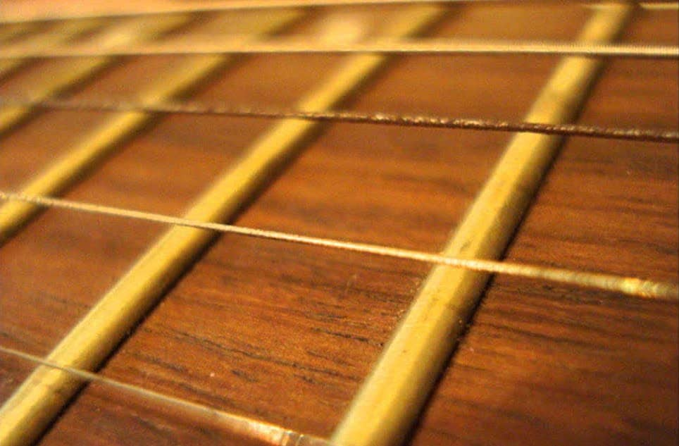 1-a-Rusty-Guitar-Strings- Can Guitar Strings Break